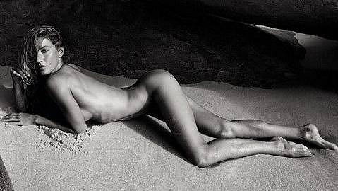 Gisele Bündchen zdobí nové letní číslo francouzského Vogue.