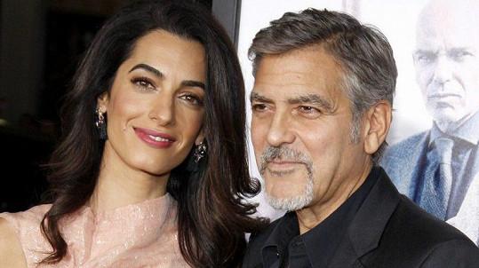 George Clooney a jeho manželka Amal se stali rodiči dvojčátek.