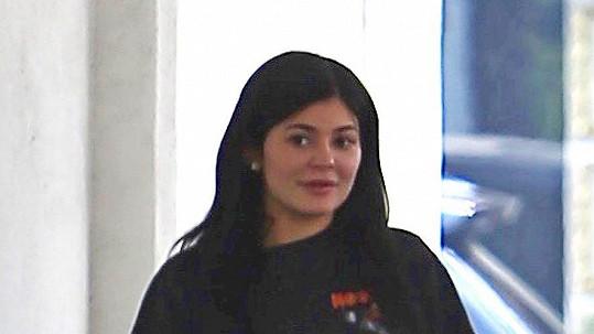 Kylie Jenner si klidně vyšla ven jen tak v teplákách.