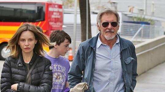 Calista s Harrisonem a synem Liamem mají namířeno na basket.