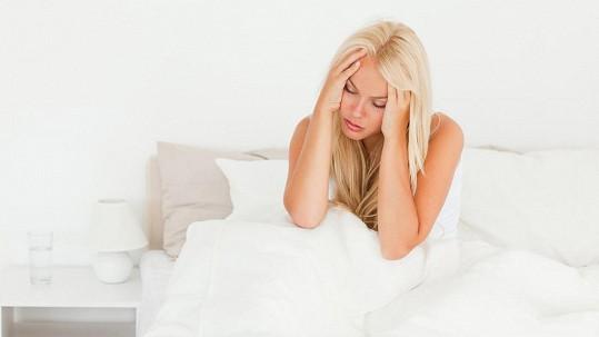 Panicova drobná partnerka skončila s otřesem mozku. Ilustrační foto