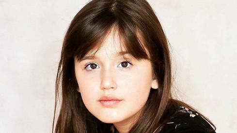Mladší dcera Ivy Kubelkové Karolína roste do krásy.