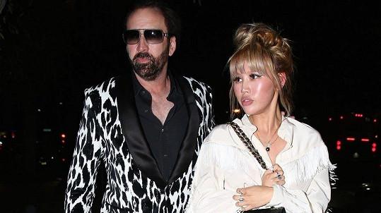 Čtvrté manželství Nicolase Cage, z něhož chtěl herec vycouvat už čtyři dny po svatbě, je oficiálně u konce.