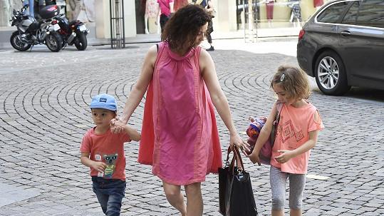 Lucia Šoralová s dětmi