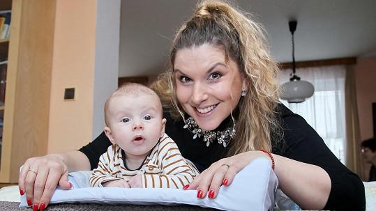 Marcela Tomčíková si mateřství užívá naplno.