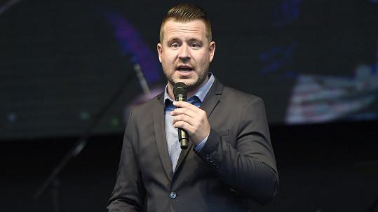 Petr Nárožný mladší je úspěšný moderátor.