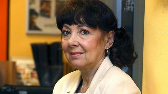 Eva Hurychová osobně na křtu knihy o domácím násilí.