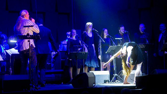 Ozdobou na Hůlkově koncertě byla tanečnice Kristýna Stránská.