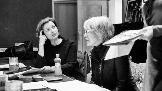 Veronika Freimanová a Jana Švandová na první čtené zkoušce připravované hry Divadla Bez zábradlí Kvartet.