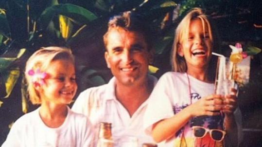 Patricie Solaříková sdílela fotku s tatínkem a sestrou.