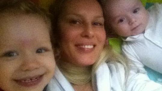 Simona Krainová zapózovala se svými krásnými syny.