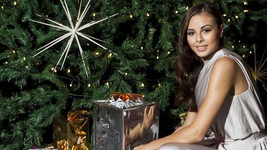 Snem nejednoho teenagera je najít pod stromečkem Moniku Bagárovou.