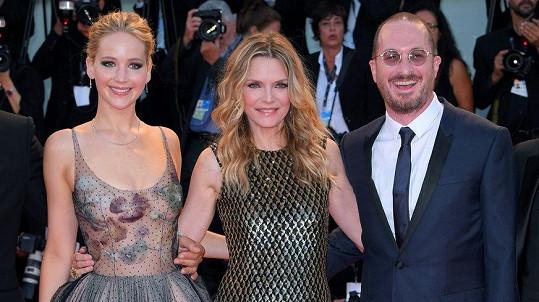 Jennifer Lawrence, Michelle Pfeiffer a Darren Aronofsky na premiéře filmu matka!
