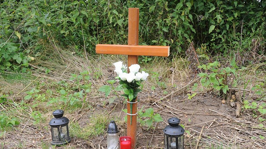 Nelegální kříž pro Ivetu Bartošovou
