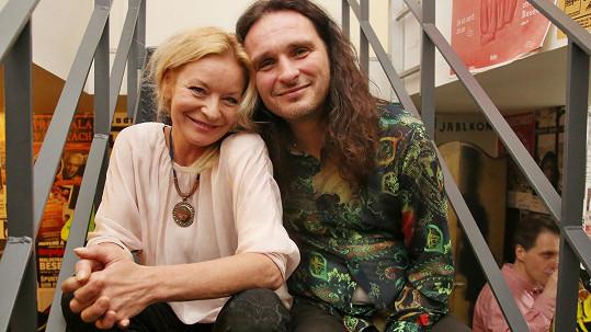 Vilma Cibulková s expřítelem Pavlem, kterého v Kutné Hoře zmlátili Ukrajinci.