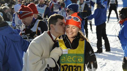 Erik Smedhs dal Pippě Middleton za úspěšně dokončený maraton pusu na tvář.