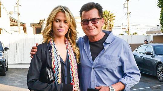 Charlie Sheen a jeho nový úlovek...