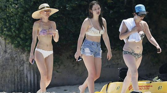 Kate Bosworth (vlevo) s dcerou svého muže Jasper (uprostřed) a kamarádkou