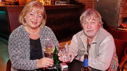 Na premiéře hry Prolomit vlny se Roman Skamene alkoholu ani nedotknul.