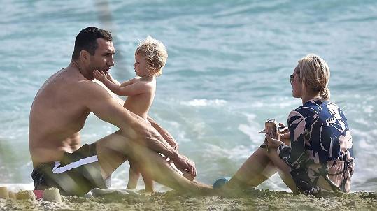 Vladimir Kličko s partnerkou Hayden a jejich dvouletou dcerou v Miami.