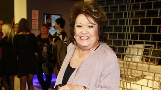 Jiřina Bohdalová se po pádu odvážila znovu na jeviště.