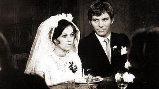 Poznáte dámu ve svatebních šatech?