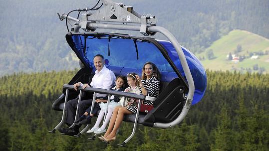 Andrea Verešová s rodinou cestou na svatbu na lanovce