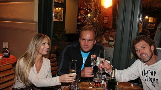 Marek Vít slavil s kamarádem Jaroslavem Nedvědem a přítelkyní Katty.