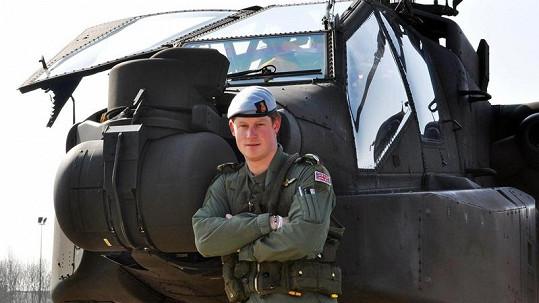 Princ Harry s helikoptérou Apache.