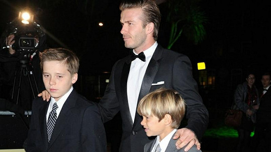 David Beckham s Brooklynem a Romeem na Sun Military Awards.