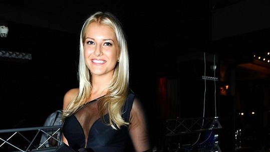 Jitka Nováčková moderovala večírek s pořezanou nohou.