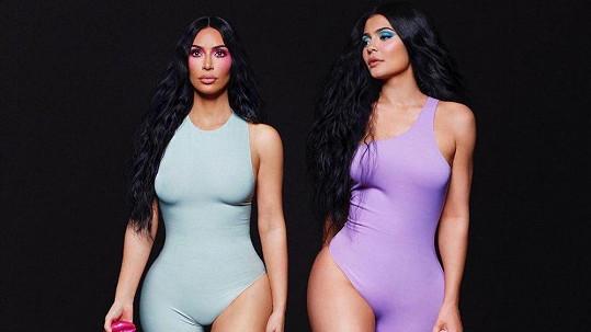 Kim Kardashian fotila kampaň se sestrou Kylie Jenner.