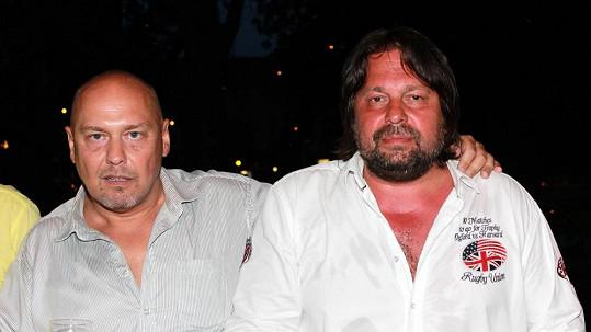 Jiří Pomeje s nejlepším kamarádem Pavlem Páskem. Herce má zachránit Buddha.