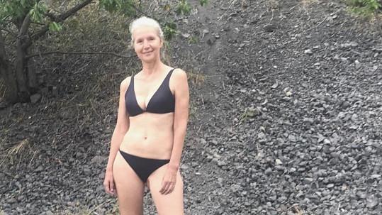 Irena Obermannová se v šestapadesáti v bikinách nestydí.