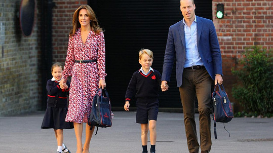 Kate a William s princeznou Charlotte a princem Georgem