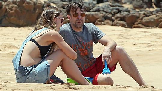 Olivia Wilde na Havaji se snoubencem Jasonem