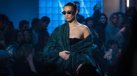 Malá nehoda se stala na přehlídce luxusní módy Alexandra Vauthiera v Paříži.