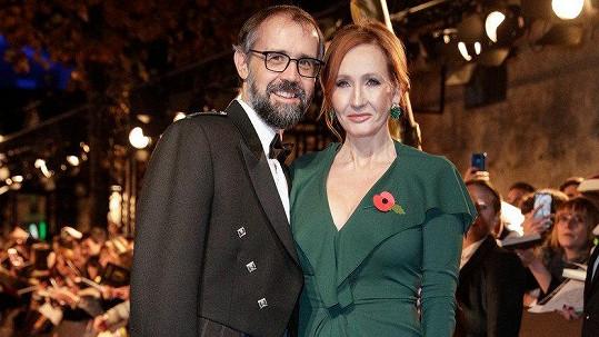 Joanne Kathleen Rowling a Neil Murray na filmové premiéře v Paříži