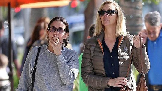 Courteney Cox a Lisa Kudrow jsou kamarádky nejen v seriálu.