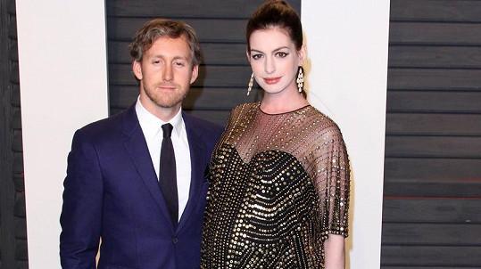 Anne Hathaway s manželem Adamem Shulmanem