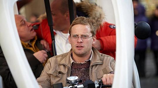 Druhá hlavní hvězda nového filmu nepřišla na premiéru. Prý žárlí na Jonáka.