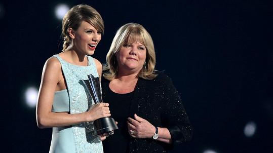 Taylor Swift s maminkou Andreou
