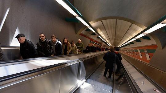 V metru není radno machrovat. (ilustrační foto)