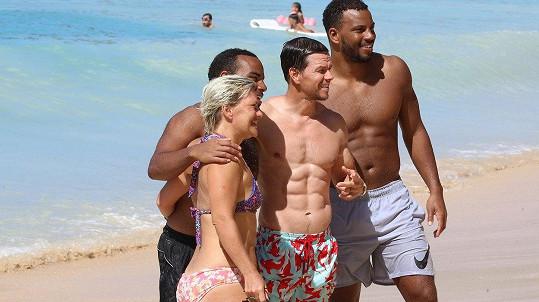 Chcete s ním na pláži selfie? Samozřejmě vám ochotně vyhoví.