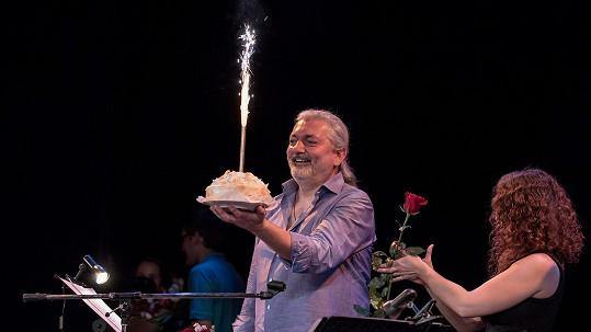 Dan Hůlka oslavil 49. narozeniny.