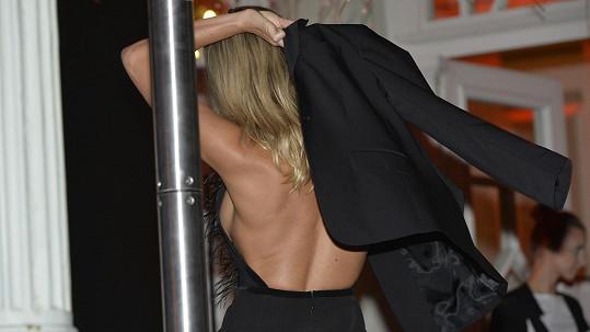 Veronika Kopřivová zvolila odvážné šaty.
