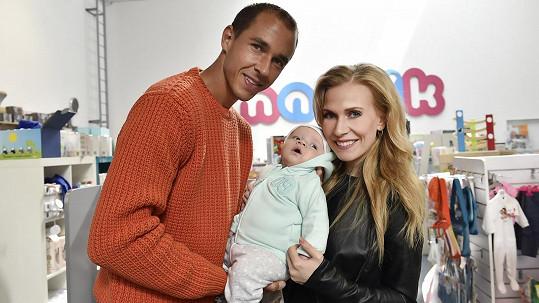 Michaela Ochotská s přítelem Lukášem Rosolem a synem Andreáskem