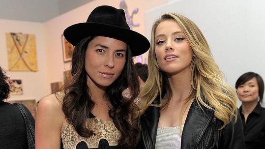 Amber Heard měla před Deppem oficiální vztah se ženou.