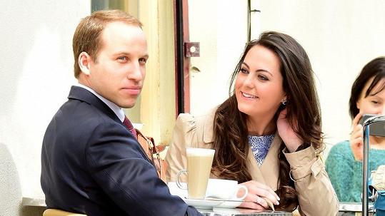 Dvojníci Williama a Catherine v centru Londýna