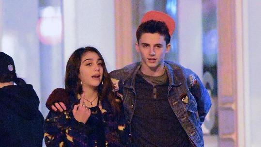 Dcera Madonny prožívá první vztah s chlapcem.
